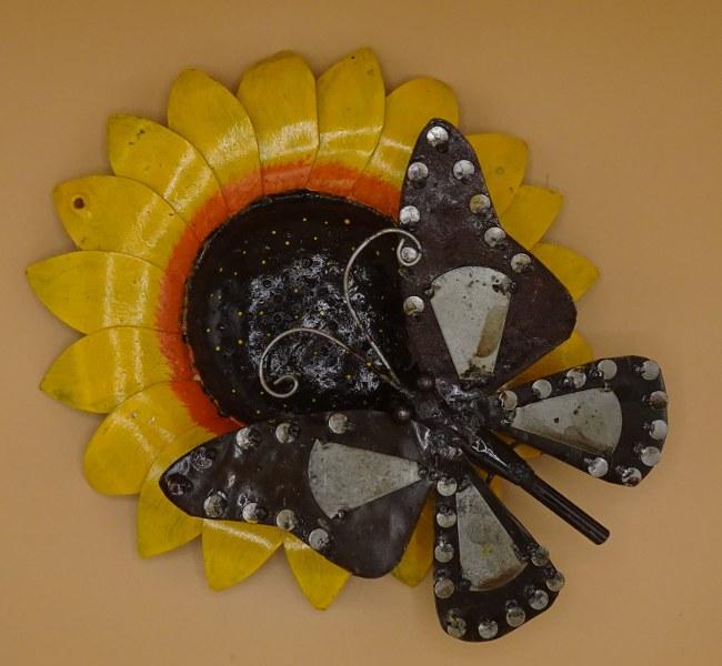 Eerlijk & Werelds tuindecoratie scrapmetal vlinder, zonnebloem