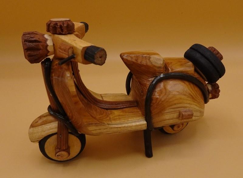 Fairtrade Cadeauwinkel scooter hout