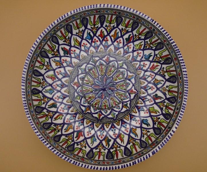 Eerlijk & Werelds schaal aardewerk