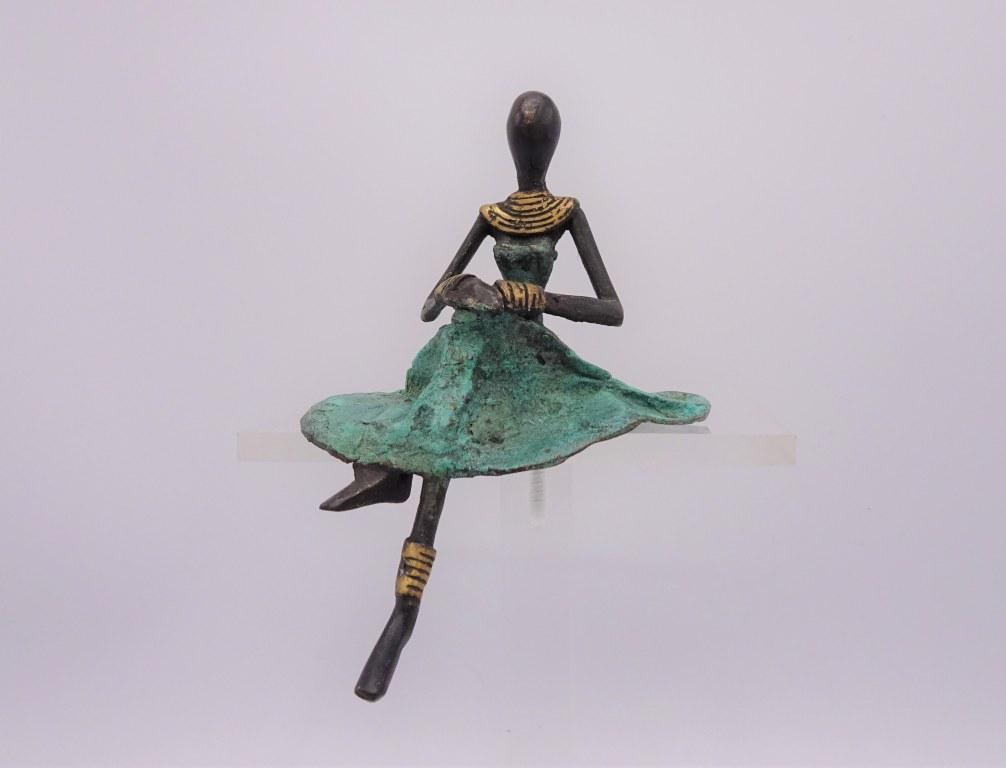 Fairtrade Cadeau Winkel beeldje brons dame zittend
