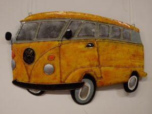 Eerlijk & Werelds VW bus gerecycled metaal