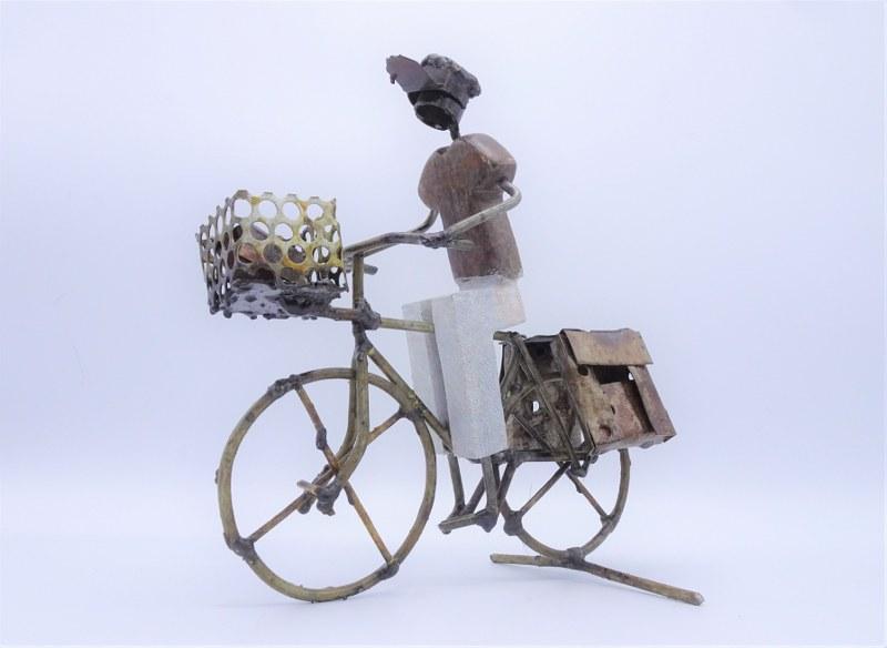 Eerlijk & Werelds fietser metaal steen